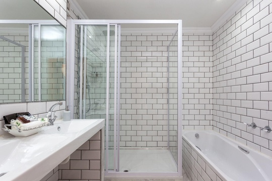 All bathrooms with double basin, separate shower & bath & wc