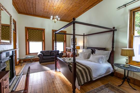 Evergreen Manor & Spa Premier Room with extra length king size bed